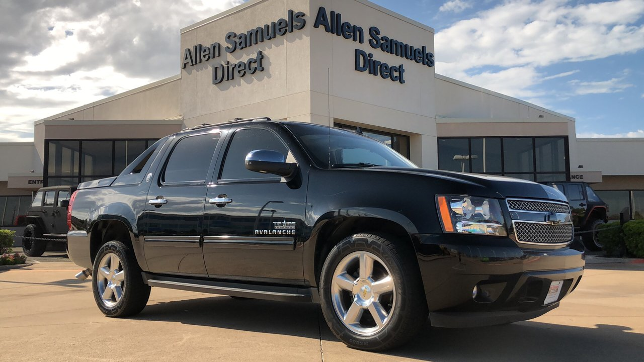 Pre-Owned 2013 Chevrolet Avalanche LS