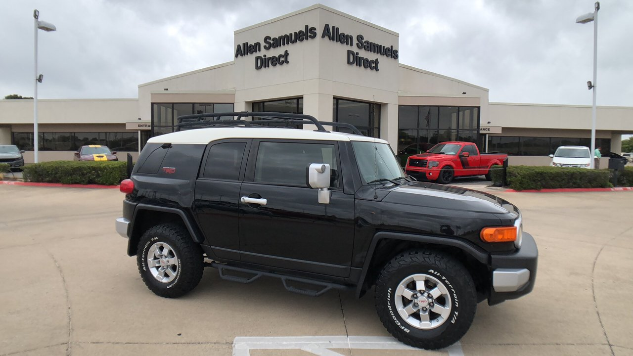 Pre-Owned 2011 Toyota FJ Cruiser RWD 4dr Auto